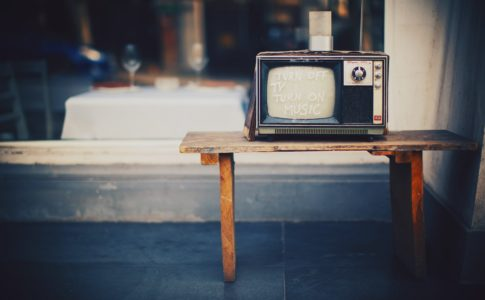 "img src=""イヤホン.jpeg"" alt=""100均のテレビイヤホンを直す方法は案外簡単だった。"""